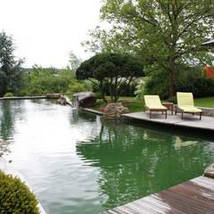 Kirchner Garten + Teich GmbH:  tarz Bahçe süs havuzu