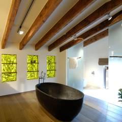 Baños de estilo  por Bernhard Preis - Interior Design aus der Region Tegernsee
