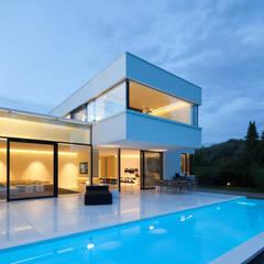 Villa Germany:  Pool von HI-MACS®