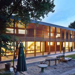 by A-Z Architekten Modern