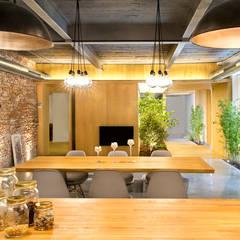 Dining room by Egue y Seta, Rustic