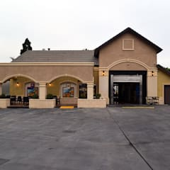 Long Beach Car Wash: Centros Comerciales de estilo  por Erika Winters® Design