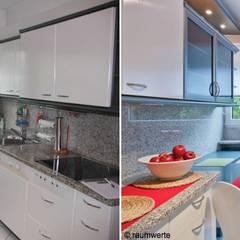 Home Staging Erbimmobilie Siebziger Jahre:  Küche von raumwerte Home Staging,