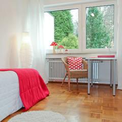 Home Staging Erbimmobilie Siebziger Jahre:  Kinderzimmer von raumwerte Home Staging,