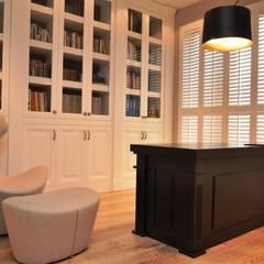 Shutters, drewniane okiennice wewnętrzne: styl , w kategorii Domowe biuro i gabinet zaprojektowany przez Gama Styl