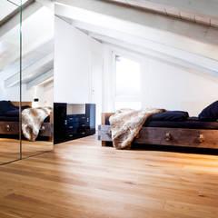 Dachausbau:  Schlafzimmer von BESPOKE GmbH // Interior Design & Production