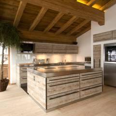 Nhà bếp by Raumkonzepte Peter Buchberger