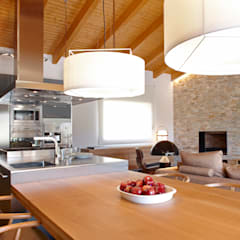 VIVIENDA ROQUETES: Cocinas de estilo  de The Room Studio