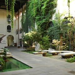 Garden by Comoglio Architetti,