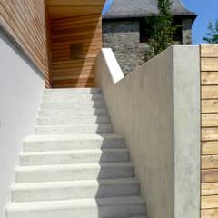 Wohnhaus in Königstein Moderne Häuser von stengele+cie. Modern