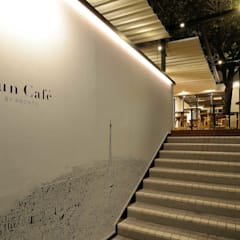 Bun Café - 外観・エントランス階段: MoMo. Co., Ltd.が手掛けたレストランです。