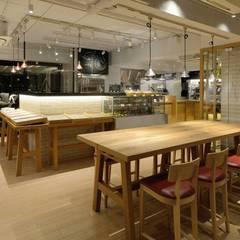Bun Café - インテリア・大テーブル席: MoMo. Co., Ltd.が手掛けたレストランです。