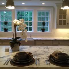 New Canaan, USA: Cuisine de style de style Classique par Lichelle Silvestry Interiors