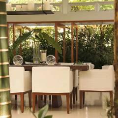 Dining room: Salle à manger de style  par Lichelle Silvestry Interiors