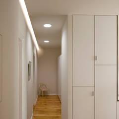 Pasillos y vestíbulos de estilo  por Nickel Architekten, Moderno