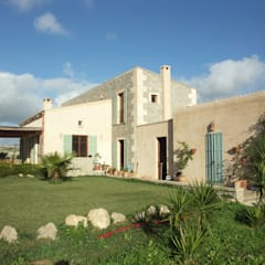 Casas de estilo  por Fincas Cassiopea Group / FCG Architects , Mediterráneo