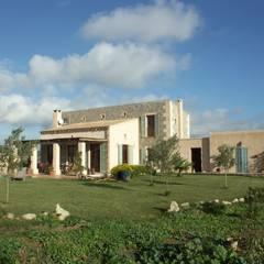 AF: Casas de estilo  de Fincas Cassiopea Group / FCG Architects