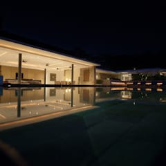 Pool side night:  Pool by Alissa Ugolini - homify UK