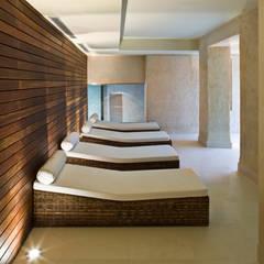 Hotel EME en Sevilla, España: Spa de estilo  de Donaire Arquitectos