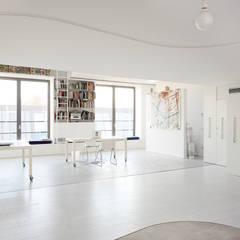 غرفة الميديا تنفيذ roberto murgia architetto,