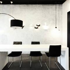 miejsce do pracy z klientem i architektami : styl , w kategorii Powierzchnie handlowe zaprojektowany przez TG STUDIO