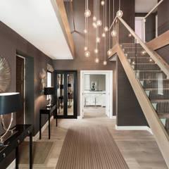 Entrance Hall :  Corridor & hallway by Studio Hooton