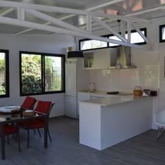 UN ESPACIO PARA DISFRUTAR: Jardines de estilo  de MIMESIS INTERIORISMO SL