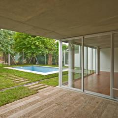 Casa Acassuso Jardines de invierno clásicos de moarqs Clásico