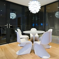 The Edge:  Dining room by Boutique Modern Ltd