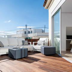 ATICO EN JOAQUIN COSTA: Terrazas de estilo  de ambau taller d´arquitectes