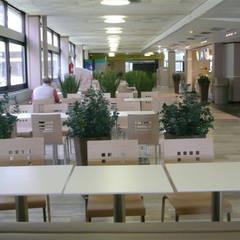 Ré-aménagement  et Rénovation de laCafétéria  SUPELEC: Restaurants de style  par Laurence Boudet Architecture d'intérieur et décoration