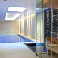 Moving Floor Pool Piscinas de estilo moderno de London Swimming Pool Company Moderno