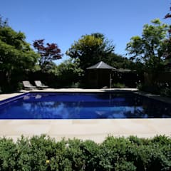 Albercas de estilo  por London Swimming Pool Company,