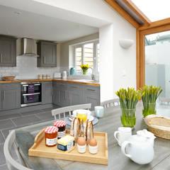 Porthleven:  Kitchen by LEIVARS