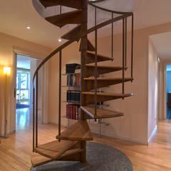 Home Staging de Altura en Arturo Soria: Pasillos y vestíbulos de estilo  de Apersonal