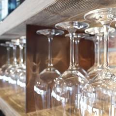 SCUDERLANDO 121 wine bar restaurant: Bar & Club in stile  di CARLO CHIAPPANI  interior designer