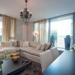Living Room:  Living room by STUDIO[01] LTD, Modern