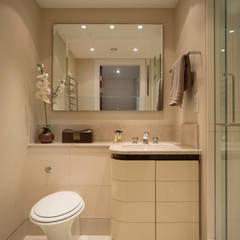 Guest Bathroom:  Bathroom by STUDIO[01] LTD, Modern