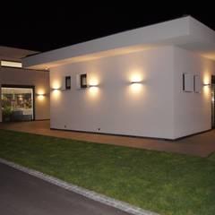 Villa in Frankreich:  Garten von Bolz Licht und Wohnen · 1946