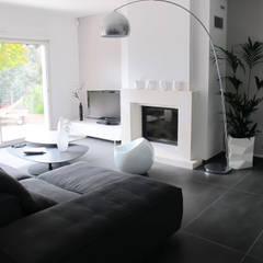 Rénovation d'une villa - St Laurent du Var: Salon de style  par INSIDE Création,