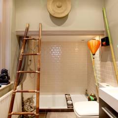 Bathroom :  Living room by Studio D. Interiors