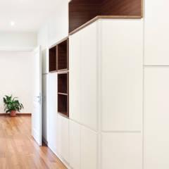 Pasillos, vestíbulos y escaleras modernos de Tramas Moderno