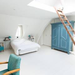 Chambre parentale: Couloir et hall d'entrée de style  par Christèle BRIER Architechniques
