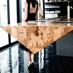 hanging bar-2: Restaurants de style  par ATELIER JMCA