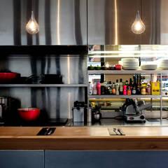 hanging bar-4: Restaurants de style  par ATELIER JMCA