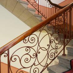 Treppenhaus:  Flur & Diele von Gabriele Riesner Architektin