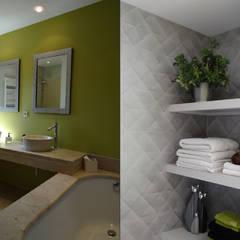ORIENT EXPRESS: Salle de bains de style  par UN AMOUR DE MAISON