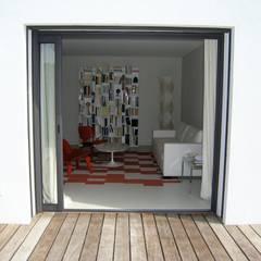 Villa contemporaine: Salon de style  par Casa Architecture