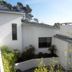 Villa contemporaine: Maisons de style  par Casa Architecture