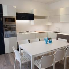 art house: Cucina in stile  di G/G associati studio di ingegneria e architettura _ing.r.guglielmi_arch.a.grossi